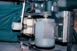 view Milking machine: vacuum pump oil reservoir