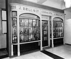 view John Bell's Pharmacy, circa 1820. Reconstruction in the main hall of the Wellcome Building