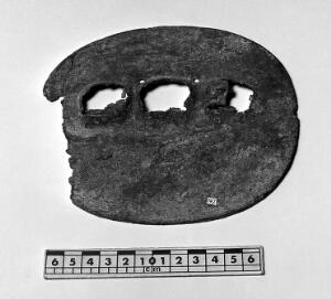 view Ecuadorian metal object with three holes, from Huigra