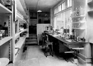 view A laboratory, possibly at the Hahnemann Hospital and Homœopathic Dispensaries, Liverpool. Photograph.