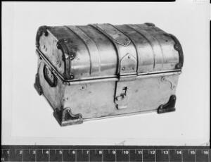 view Medicine chest supplied to Shackleton Expedition