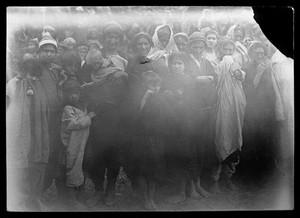 view Crowd of Kafir women and children