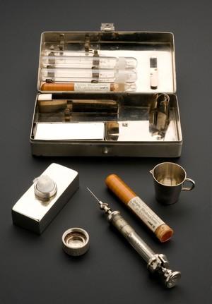 view Hypodermic syringe set, Berlin, Germany, 1910-1914
