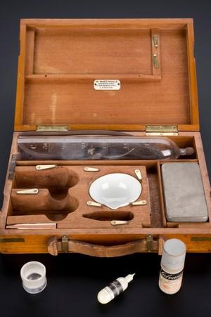 view Salvarsan treatment kit for syphilis, Germany, 1909-1912