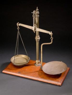 view Apothecary's balance, Europe, 1901-1930