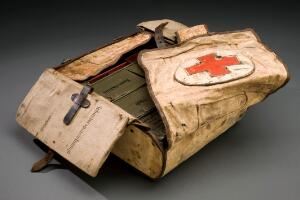 view First aid case, Germany, 1914-1918