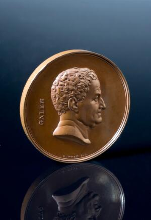 view Bronze prize medal awarded by the Pharmaceutical Society, Lo