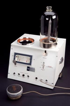 view Rubinstein cryosurgical apparatus, Kent, England, 1960-1965