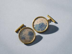 view Two gold cuff links, Russia, 1894-1918