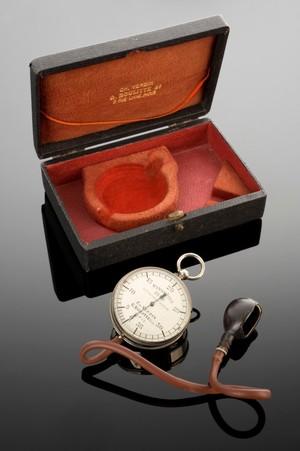 view Potain type sphygmomanometer, Paris, France, 1898-1910