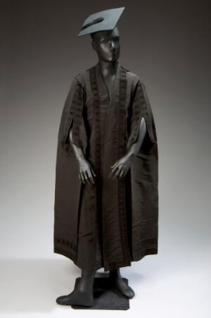 view Dr. Arthur Templer Davies' MD gown, hood and mortar board, E