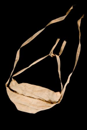 view Gauze face mask, England, 1901-1940