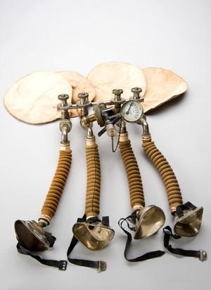 view Haldane's oxygen apparatus for four people, London, England,