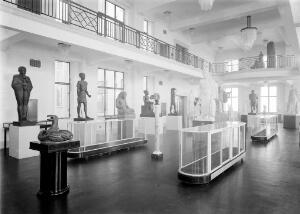 view Wellcome museum, view of statuary hall showing various arrangements.