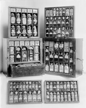 view Travelling medicine chest of Sir S. Threipland