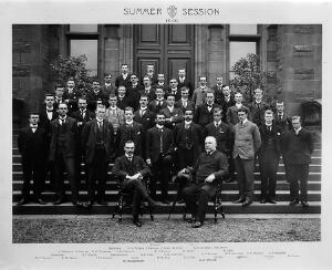 view Edinburgh University group portrait, 1900