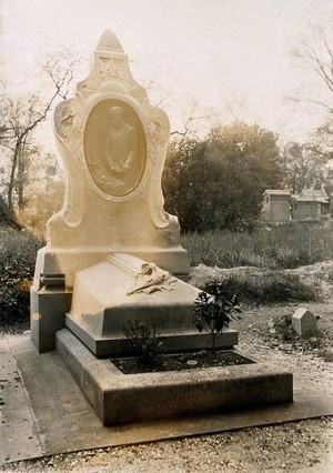 view Grave of Alphonse Bertillon. Photograph.