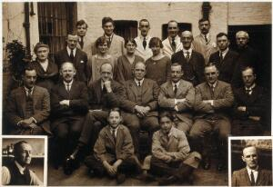 view The Wellcome Bureau of Scientific Research: staff including the director Andrew Balfour (seated centre) and his successor Charles Wenyon (seated to his left). Photograph, 1923.