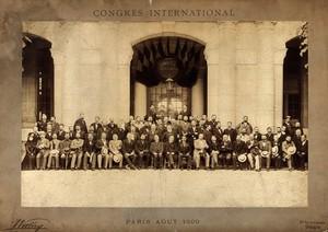view International Congress of Medicine (13th), Paris, 1900: the delegates: group portrait. Photograph, 1900.