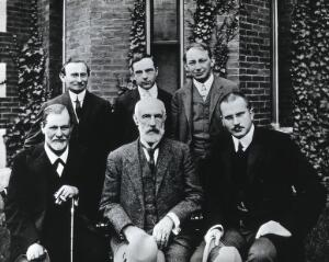 view Sigmund Freud, Stanley Hall, Carl Gustav Jung, Abraham Arden Brill, Ernest Jones and Sándor Ferenczi. Photograph, 1909.