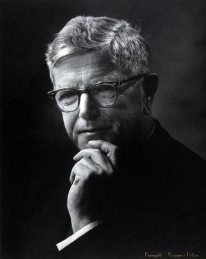 view Sir Frank Macfarlane Burnet. Photograph by Faingold, Denver.