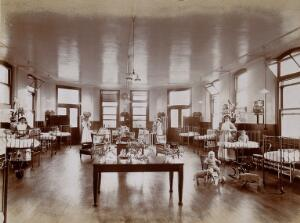 view Great Northern Central Hospital, Holloway Road, London: The Annie Zunz ward for children. Photograph, 1912.
