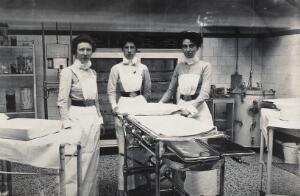 view St Bartholomew's Hospital, London: nurses in Theatre D. Photograph, c.1890.