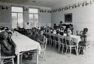 view University Children's Hospital, Vienna: the dining area for the outdoor ward, being used for recreation. Photograph, 1921.