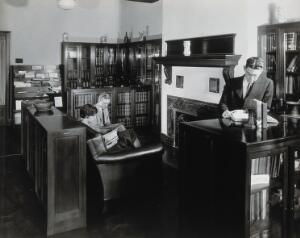 view Philadelphia College of Pharmacy and Science: college library with students reading. Photograph, c. 1933.