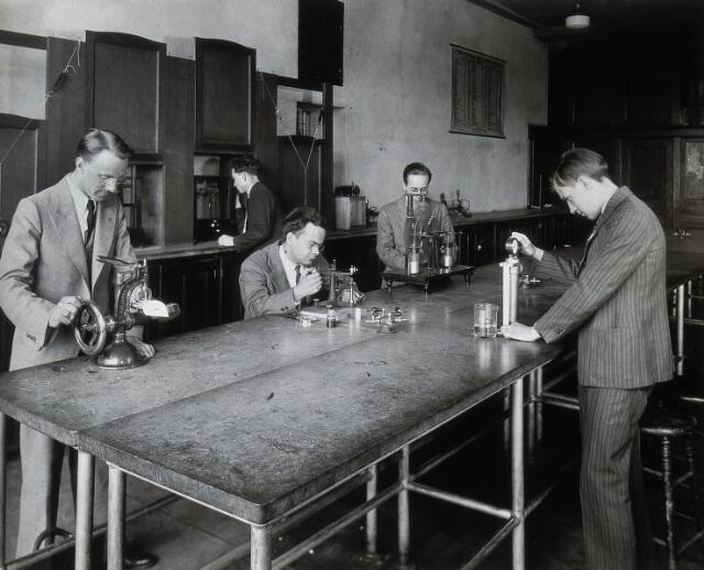 Philadelphia College of Pharmacy and Science: students experimenting in a physics laboratory. Photograph, c. 1933.