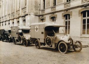 view Military Hospital V.R. 76, Ris-Orangis, France: line of ambulances. Photograph, 1916.