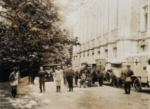 view Military Hospital V.R. 76, Ris-Orangis, France: soldiers and ambulances. Photograph, 1916.