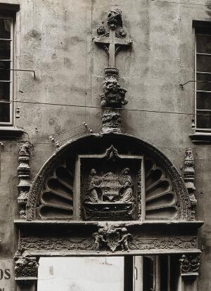 view Hospital de la Santa Cruz, Barcelona: detail of the timpanum over the door leading through to the courtyard. Photograph, Axiv Mas.