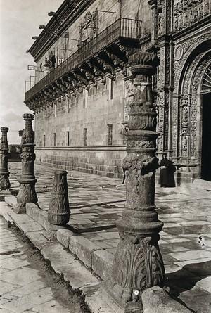 view Hospital Real, Santiago de Compostela: façade and columns. Photograph, ca.1900.