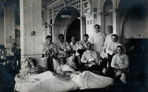 view First World War wounded soldiers: group portrait. Photograph, 1914/1918.