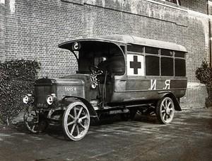 view World War One: a Royal Navy ambulance car. Photograph, 1914/1918.