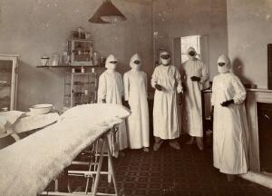 view Wotton Lodge, Gloucester: operating theatre and staff. Photograph, ca. 1909.