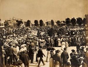 view The 1904 World's Fair, St. Louis, Missouri: crowds of visitors. Photograph, 1904.