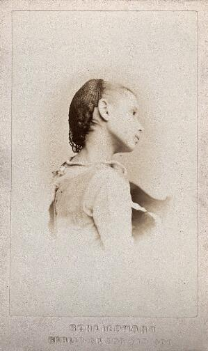 view A young girl wearing a hairnet, in profile: a vignetted head-and-shoulders portrait. Photograph, 1870/1890.